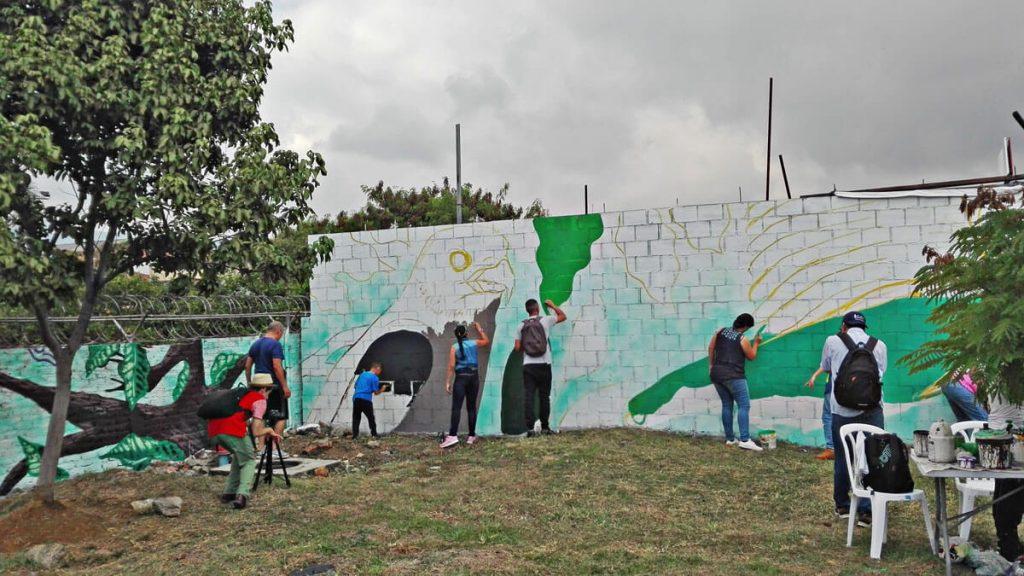 Pintura del Mural más grande de Cali con la comunidad y grupos voluntarios de las empresas del sector